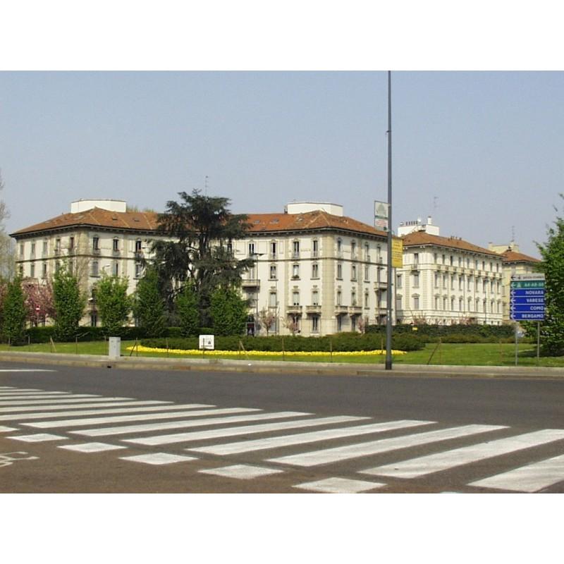 Piazzale Giulio Cesare Milano